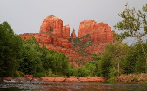 1280px-Cathedral_Rock_Water-27527-1